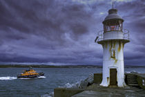 Maritime harbour lighthouse by Steve Mantell