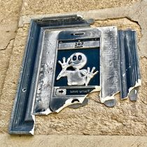 Paris Street Art - Save Urself von Simone Wilczek