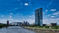 Blauer Himmel über dem Ostend von Kilian Schloemp