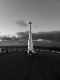 SOUTHPORT. At The End Of The Pier. von Lachlan Main