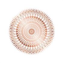 Geometrisches kupfer Mandala auf weißem Hintergrund von Nina Baydur