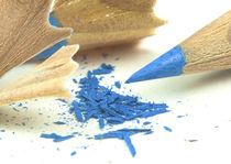 frisch gespitzter blauer Buntstift von koroland