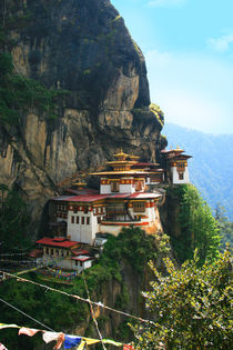 Kloster Tigernest bei Paro in Bhutan, Himalaya by Peter Holle