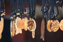 Ketten aus Elfenbein von Peter Holle