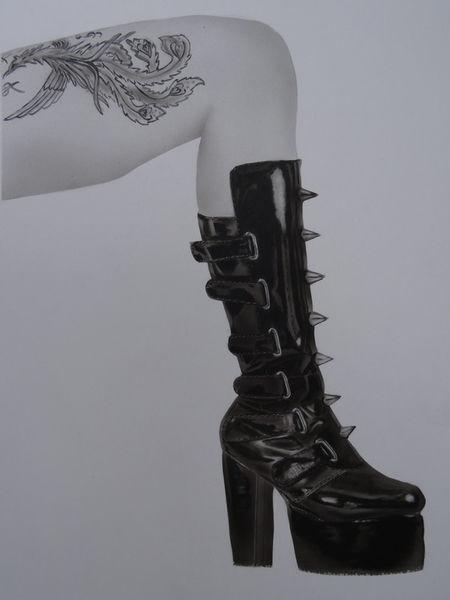 Lackstiefel-schwarz-leder-lack-airbrush-colorair-fineart-tattoo-haut-nackt