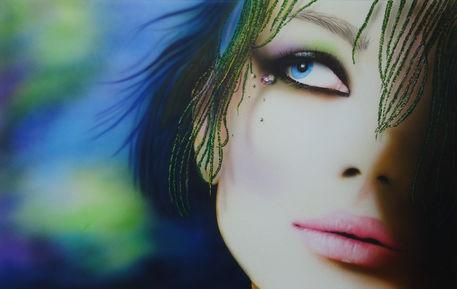 Frau-portrait-fotorealistisch-bunte-haare-airbrush-colorair-fineart
