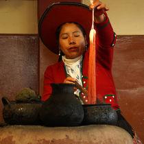 Traditionelles Färben von Alpakawolle in Chinchero von Sabine Radtke