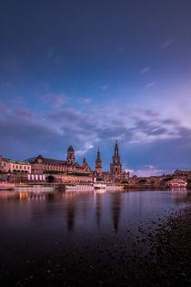 Hofkirche von Dresden bei Abenddämmerung by Stephan Hockenmaier