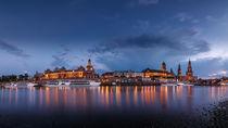 Skyline von Dresden vom Elbufer bei Sonnenuntergang und zur Blauen Stunde by Stephan Hockenmaier