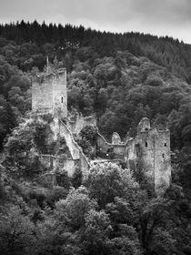 Burgruine der Niederburg in Manderscheid, Eifel by dresdner