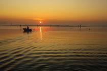 'Sonnenaufgang über dem Zeller See mit Fischerboot - Halbinsel Höri' by Christine Horn