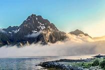 Nebelwand auf den Lofoten  von Christoph  Ebeling