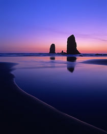 Cannon Beach Silhouetted Needles von Jim Corwin