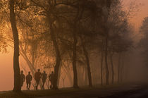 Runners In Fog von Jim Corwin