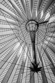 Sony Center Berlin, Potsdamer Platz, schwarz-weiß von Astrid Steffens