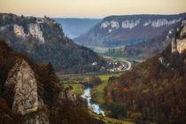 Blick auf das herbstliche Donautal mit Schloss Werenwag - Naturpark Obere Donau by Christine Horn
