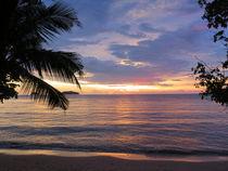 Wunderschöner Sonnenuntergang auf der Trauminsel Koh Chang in Thailand by Mellieha Zacharias