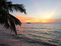 Wunderschöner Sonnenuntergang auf der Insel Koh Chang in Thailand by Mellieha Zacharias