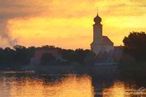 Sonnenaufgang mit kleiner Kirche am See von Christian Mueller