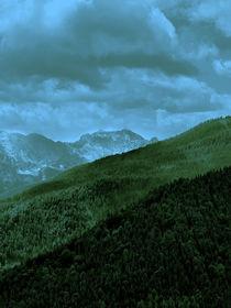 Grün/blaue Gebiergsebenen der Alpen by Christian Mueller