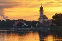 Dorf mit goldner Reflektion. Kirchturm steht dekorativ by Christian Mueller