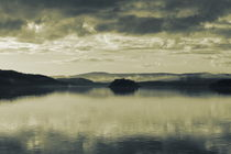 The cloudy sky is reflected in a smooth lake - duotone von Intensivelight Panorama-Edition
