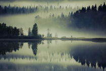 Golden glowing mist is rising from a dark forest at the shore of a glassy lake von Intensivelight Panorama-Edition