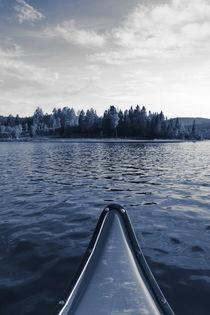 Canoe on a wilderness lake - monochrome blue von Intensivelight Panorama-Edition