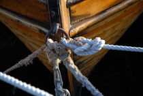 Boat and ropes by Thomas Thon