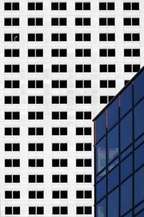 Schwarze Fenster  by Bastian  Kienitz