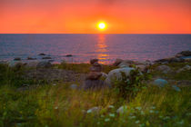 Golden sunset path on the water von Marie Selissky