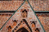 Brick Gate with Figurines von Marie Selissky