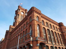 Rotes Rathaus by alsterimages