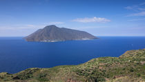 Coast of Lipari with view to volcano island Salina during day, Sicily Italy von Bastian Linder