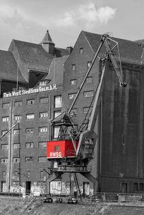 Roter Hafenkran by Peter Hebgen