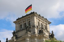 Reichstag Eckturm deutsche Fahne by alsterimages