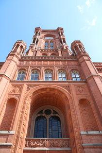 Rotes Rathaus Berlin Eingangsportal mit Turm von alsterimages