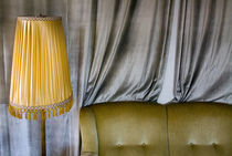 Couch und Lampe von Ulf Buschmann
