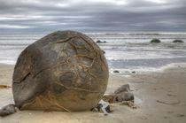 Moeraki boulders by Roland Spiegler