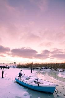 Boat in frozen Bay von Sebastian Scheibe