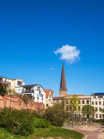 Blick auf die Petrikirche in der Hansestadt Rostock von Rico Ködder
