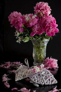 Pfingstrosen in einer Vase von Iryna Mathes