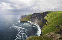 View of the Cliffs of Moher, Ireland. von Tom Hanslien