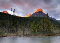 Waterfowl Lake im Banff Nationalpark, Kanada by alfotokunst