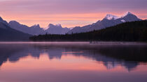 Maligne Lake im Jasper Nationalpark, Kanada by alfotokunst
