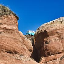 Camper auf den Felsen an der Küste Portugals von buellom
