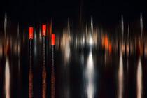 Hafen bei Nacht_01 / Harbor at night_01 von Manfred Rautenberg