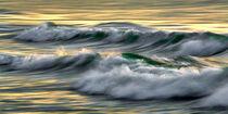 Grüne Wellen in goldenem Meer von Bodo Balzer