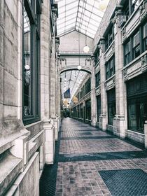 Vintage Corridor von Phil Perkins