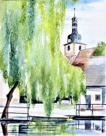 Kirchturm mit alter Turmhaube am Teich in Göhrendorf von Heike Jäschke